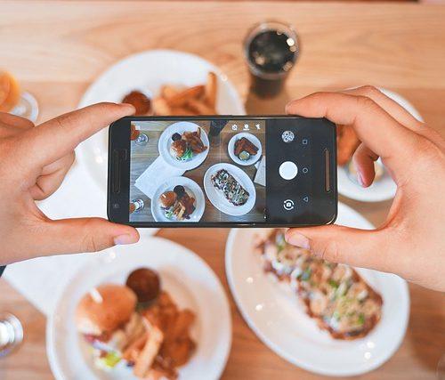 Pedir antes de llegar al restaurante y pagar con el móvil, tendencias al alza